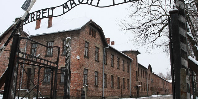 Last of Soviet soldiers who liberated Auschwitz dies at 98