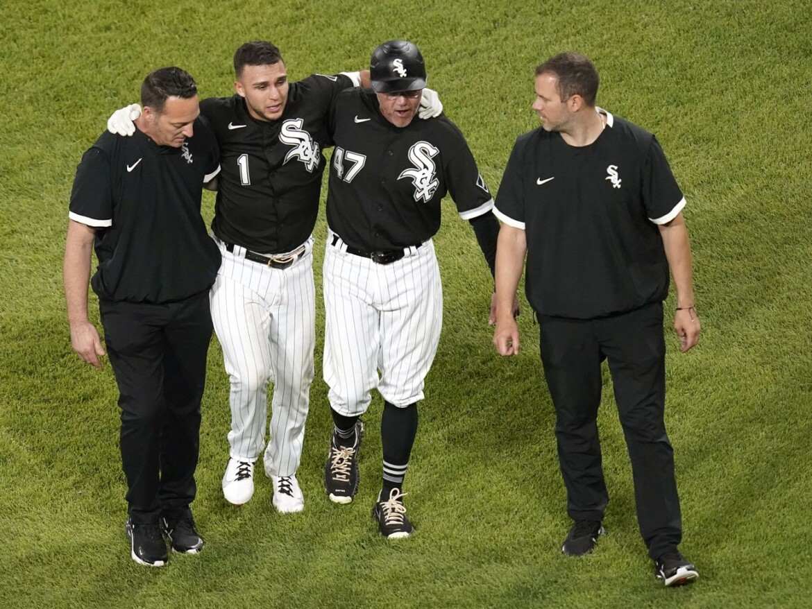 White Sox second baseman Nick Madrigal leaves game with sore hamstring