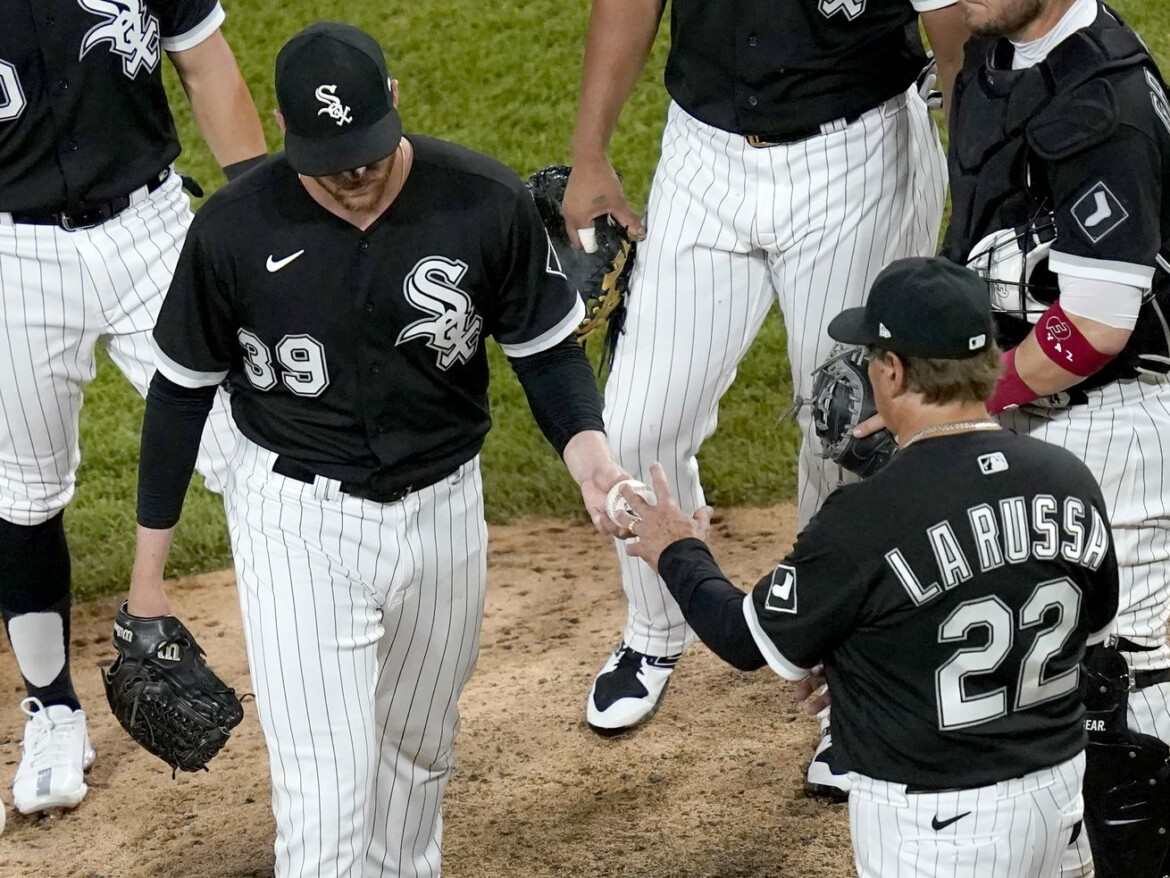 White Sox get sloppy late in 6-2 loss to Blue Jays