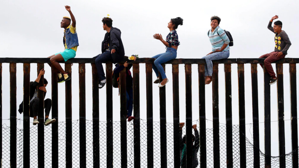 Texas, Arizona govs calling for states to send police to the border to help deal with border crisis