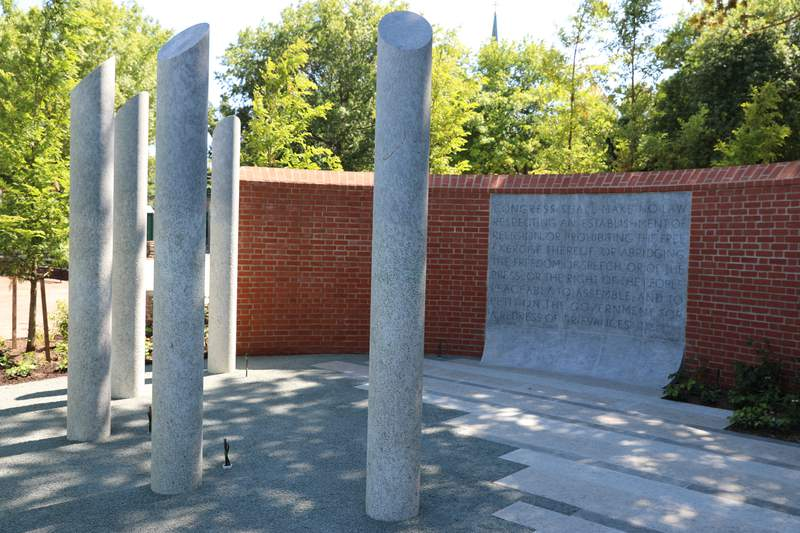 Memorial dedicated to victims of Maryland newspaper shooting