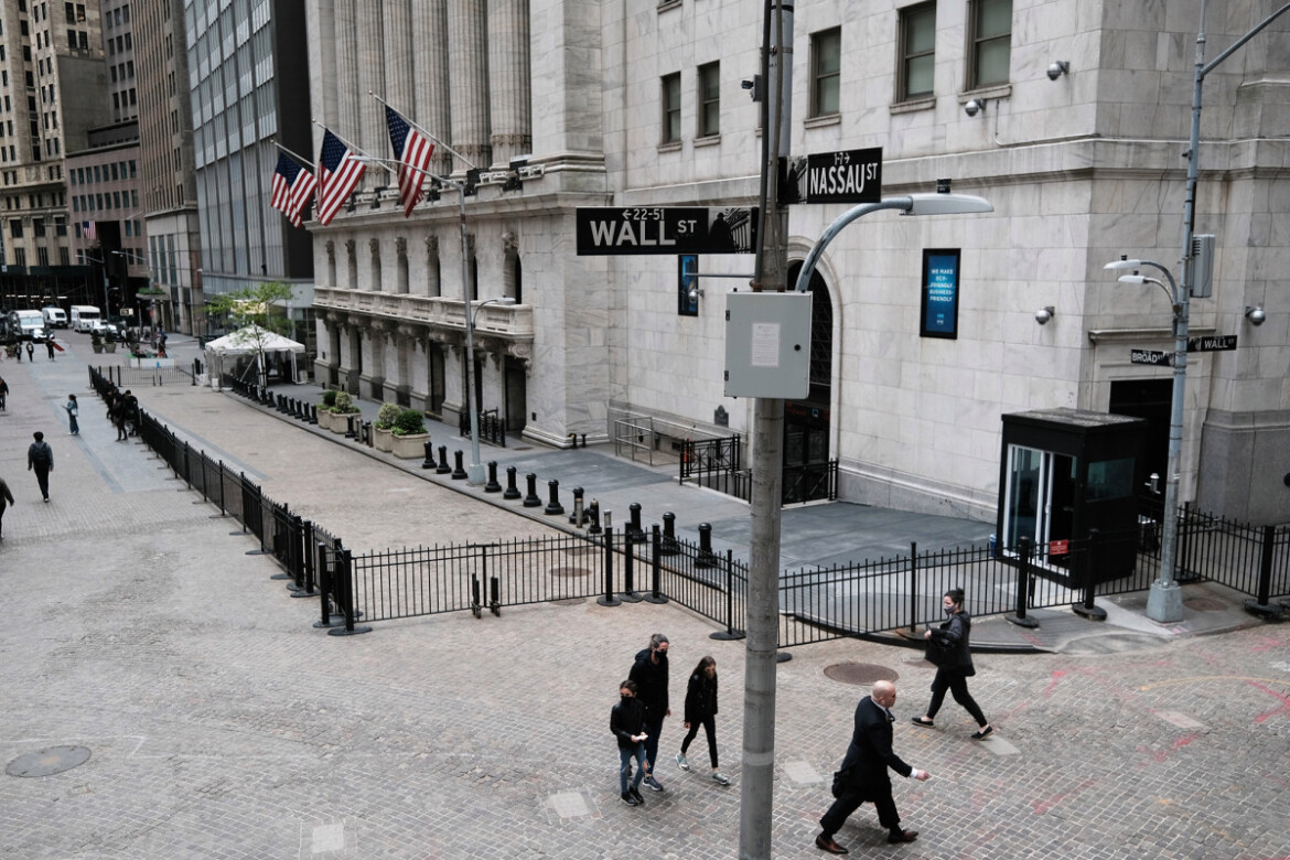 Dow plunges 400 points as Fed official signals rate hike in 2022