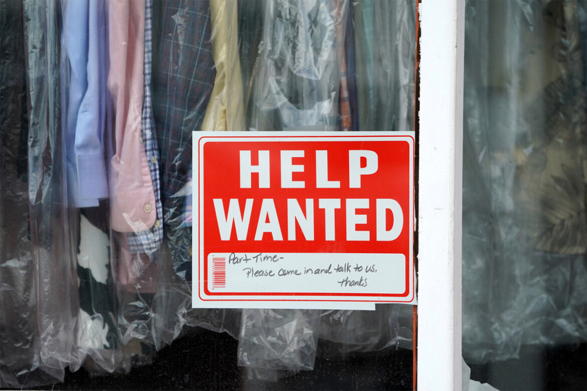 Unemployed rolls shrink faster in states that cut federal benefit: report