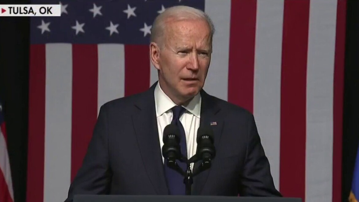 Biden seemingly blasts Sinema, Manchin for 'voting more with my Republican friends'