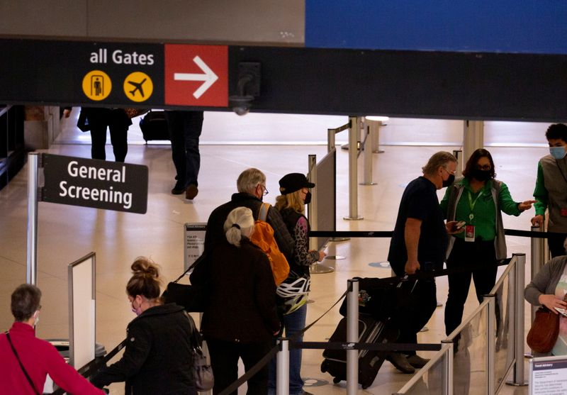 U.S. screens 2.02 million airport passengers Friday – highest since March 2020