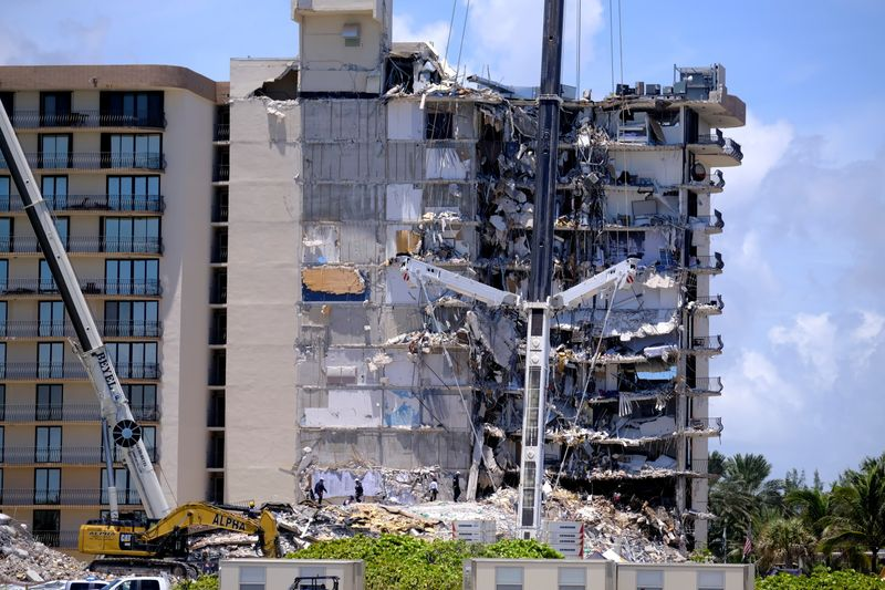 Death toll climbs to 11 in Florida condo collapse, 150 missing