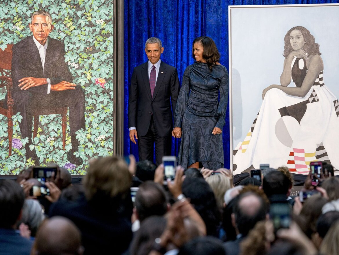 Obamas return to Chicago —as works of art