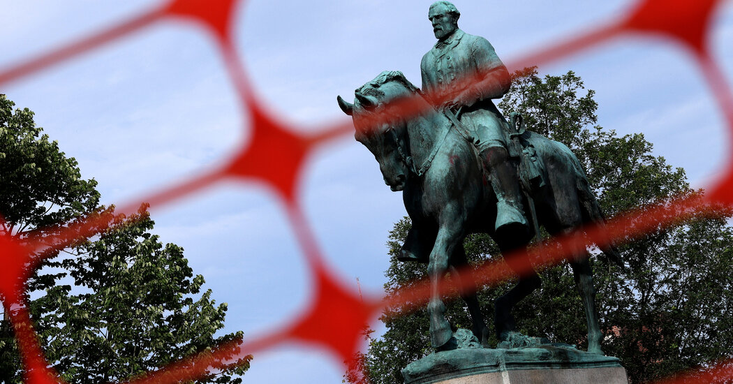 Charlottesville to Remove Robert E. Lee Statue at Center of White Nationalist Rally