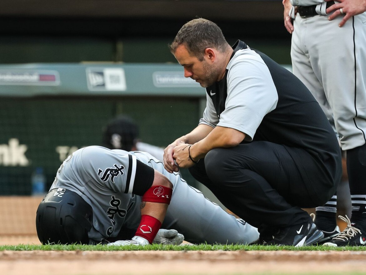 White Sox catcher Yasmani Grandal out with torn tendon in left knee