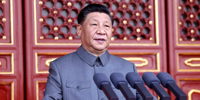 China's Xi warns Taiwan on independence, sends message to West