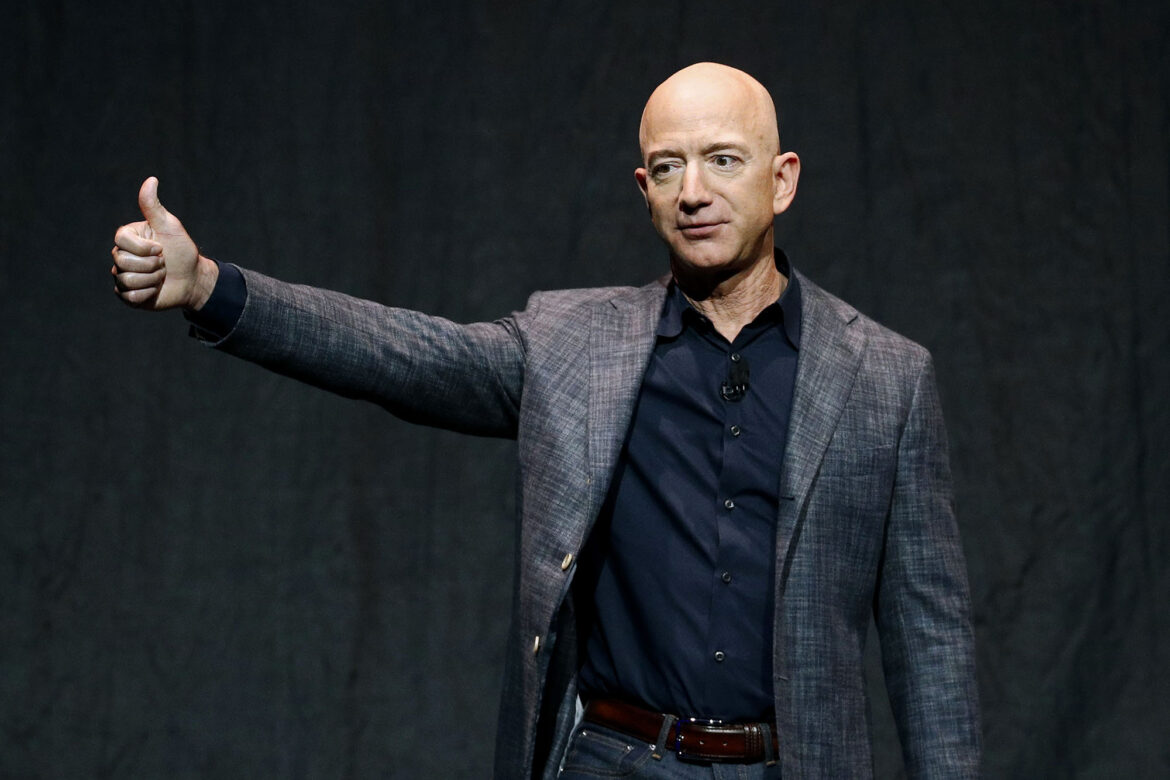 Jeff Bezos offers $2B in incentives for NASA lunar lander contract