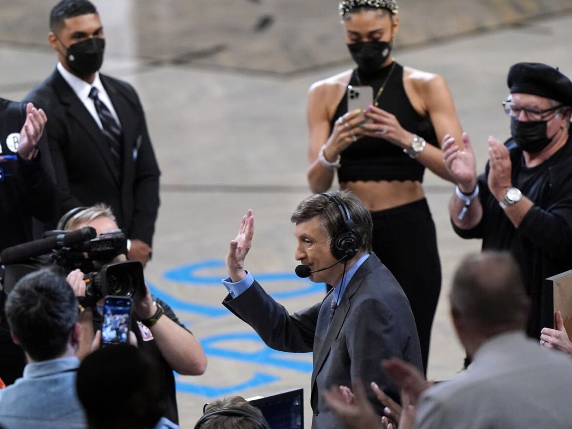 Marv Albert ready to wind up his broadcasting career this weekend