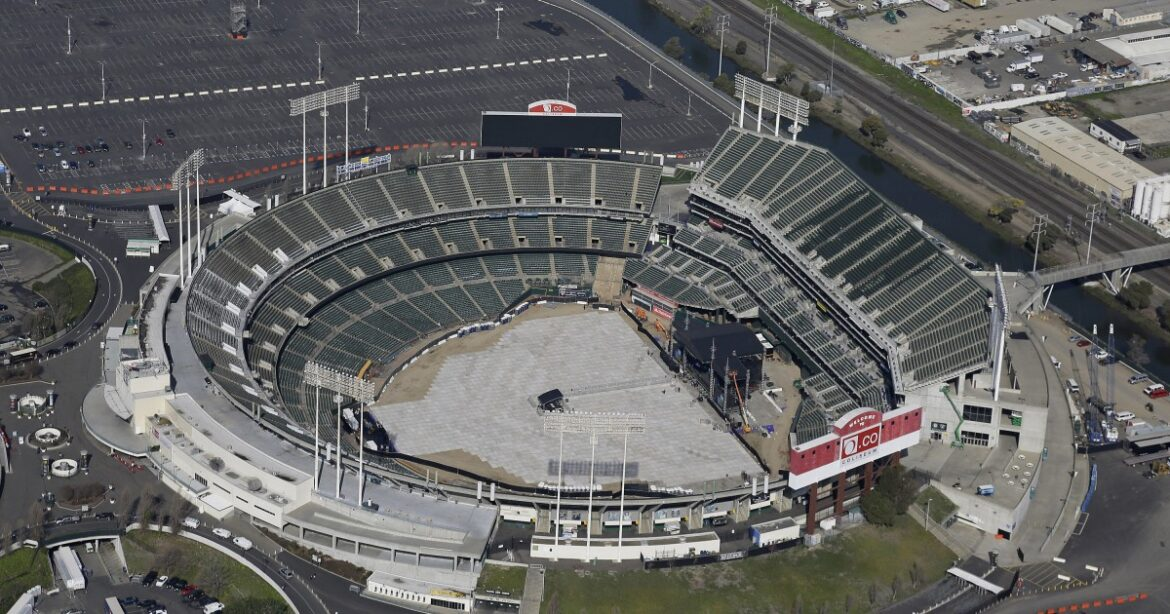 Commentary: Time for Rob Manfred to save baseball in Oakland, or go down trying