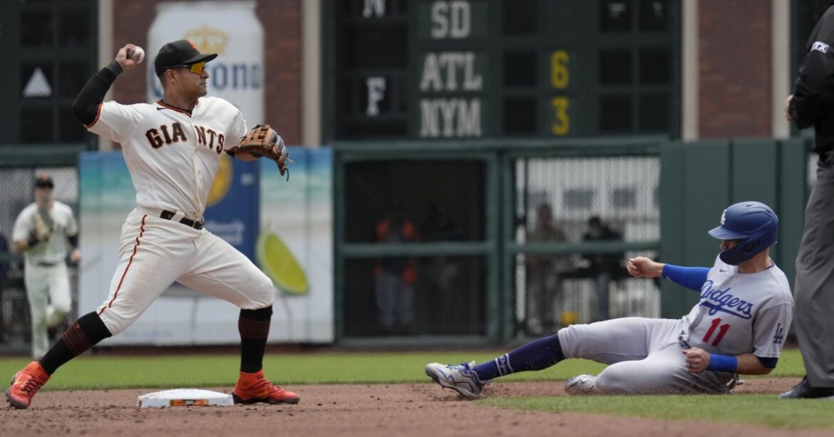 Dodgers lose to Giants again to fall three games back in division