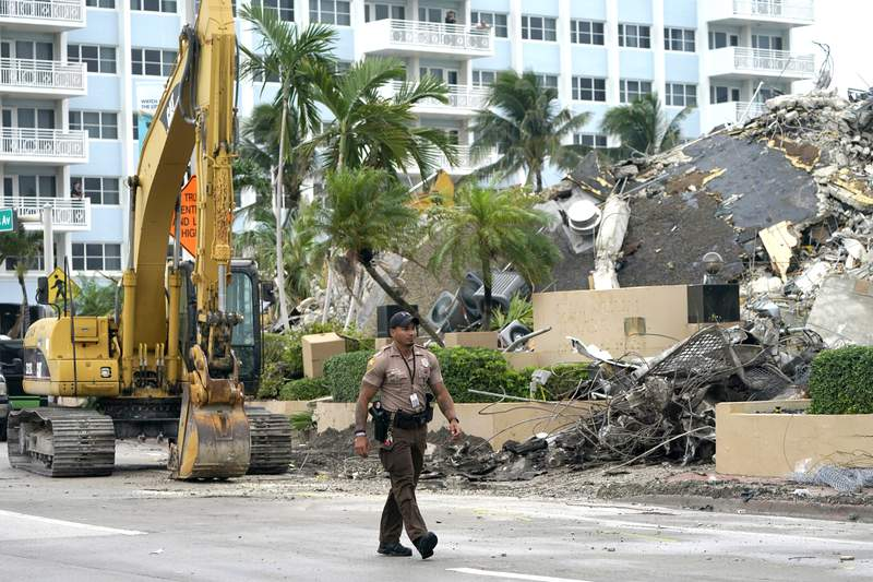 Recovery workers vow not to let up in Florida condo collapse