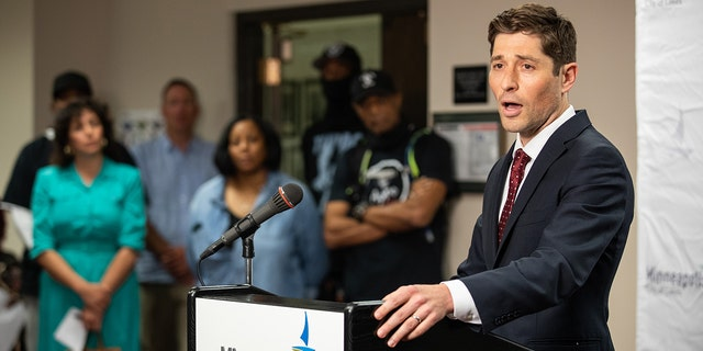 Minneapolis mayor says he's committed to recruiting new police officers after judge's ruling