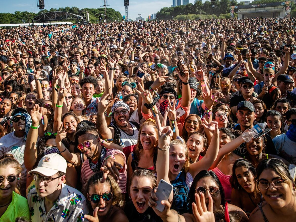 Lollapalunacy? Experts split on whether jammed music fest is 'bad idea' or 'basically OK' as COVID-19 cases quadruple