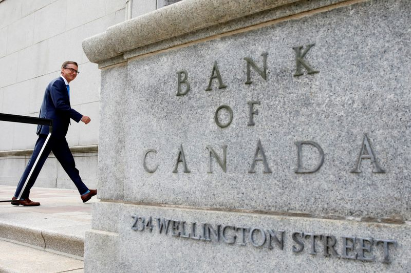 Bank of Canada rosy on rebound, sees hot inflation in near term