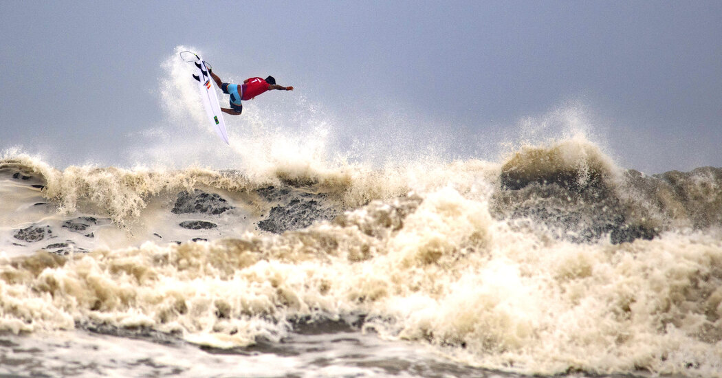 Medina and Ferreira Post Big Surfing Scores as Storm Rolls In