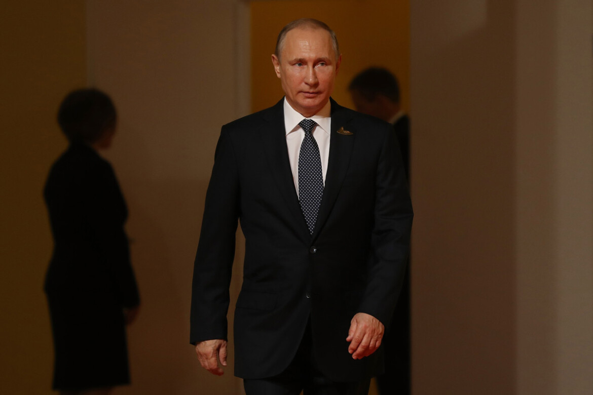 Putin forces foreign social media companies to open offices in Russia