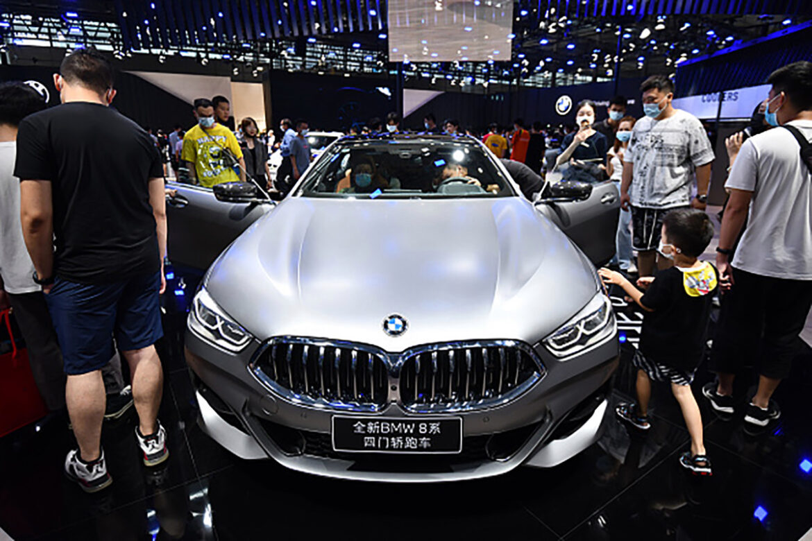 BMW stops production of 10,000 cars because of chip shortage