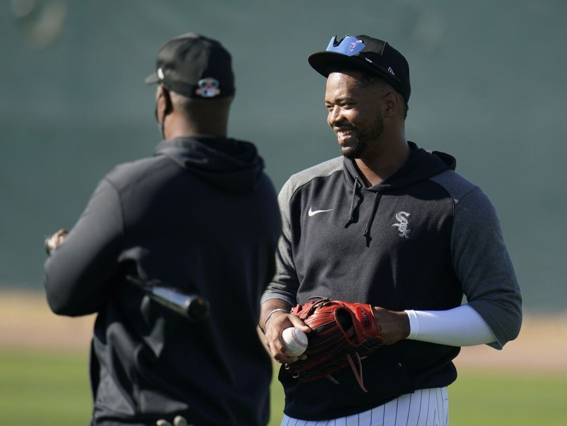 White Sox kept Eloy Jimenez recovery in the family: 'We made it personal,' La Russa said