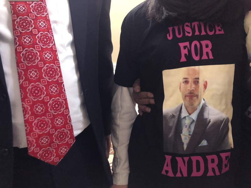 Prosecutor opposes officer's motion to move Andre Hill trial