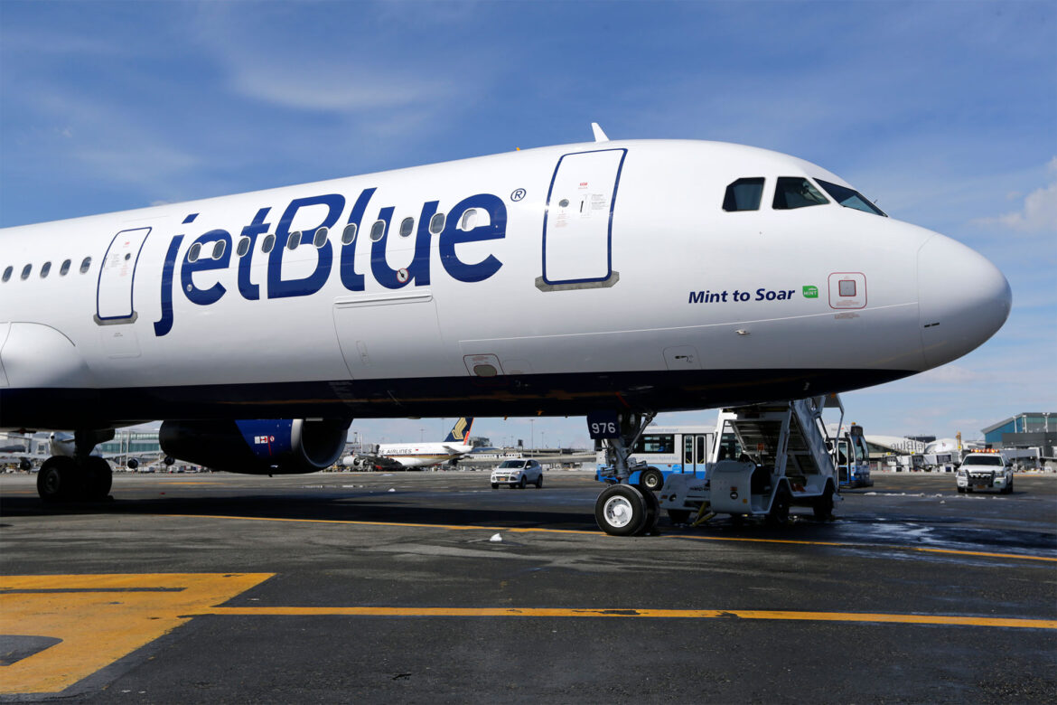 JetBlue adding hundreds of jobs, staying put in NY