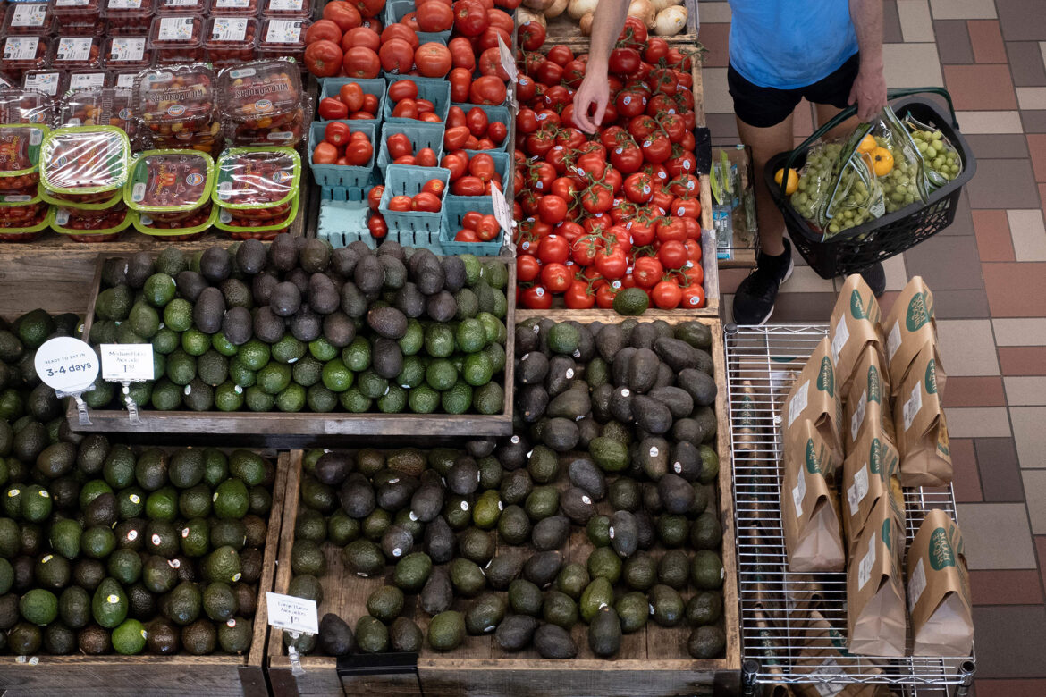 Key inflation indicator jumps 3.6 percent, fastest rise in 30 years