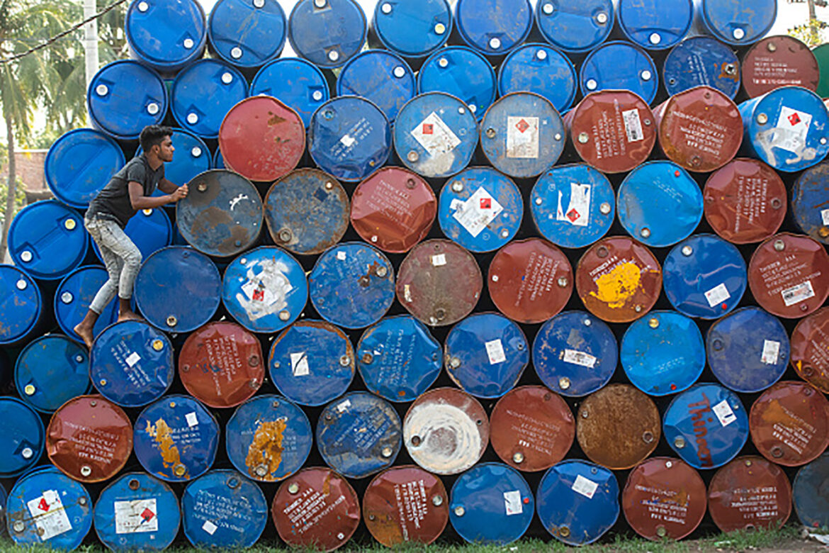 Oil prices slip 4 percent as supply grows