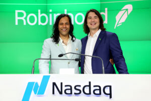 Robinhood shares halted after massive spike,  looming short squeeze