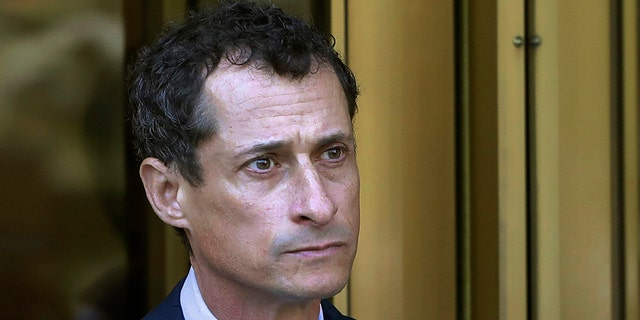Anthony Weiner's sext pal Sydney Leathers weighs in on OnlyFans flap
