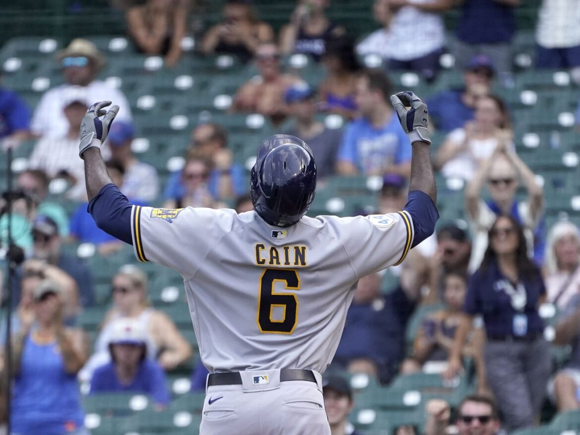 Brewers top Cubs in first game of split doubleheader