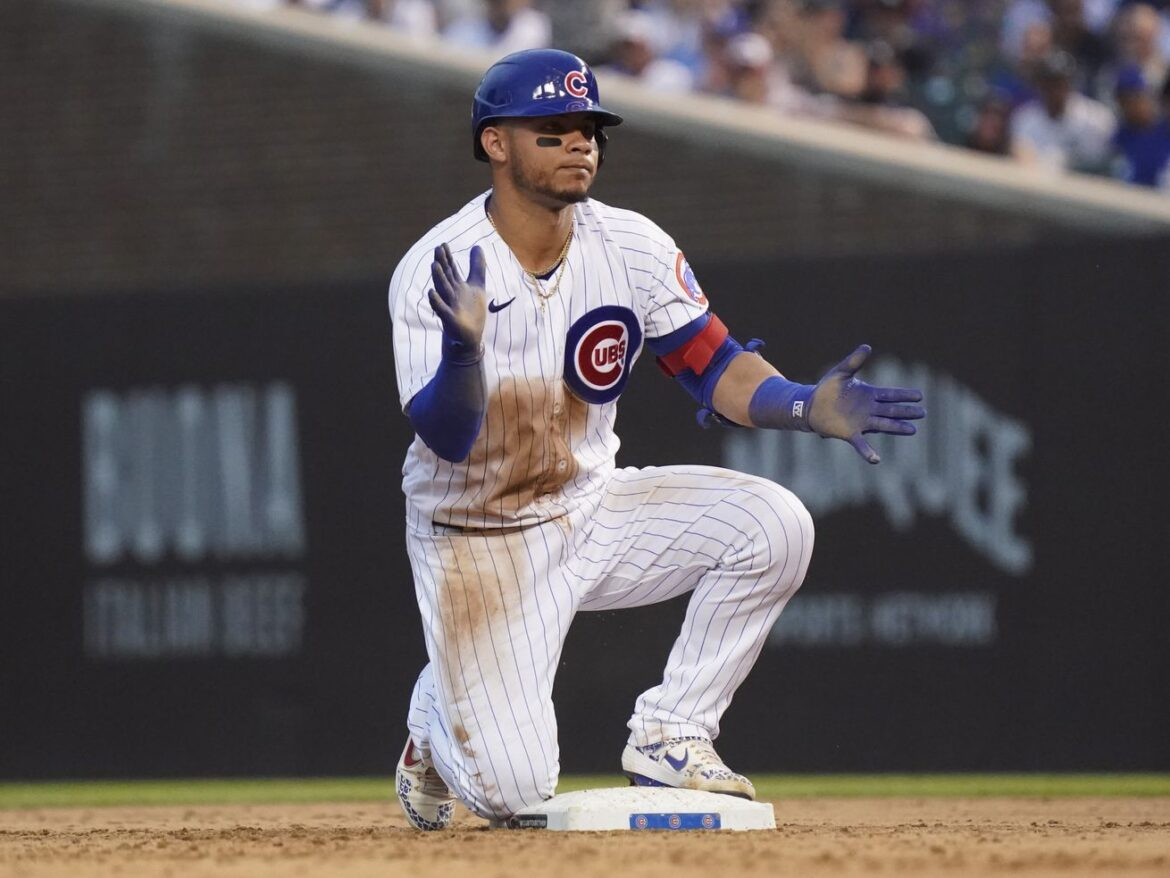 Cubs put catcher Willson Contreras on the injured list with right knee sprain