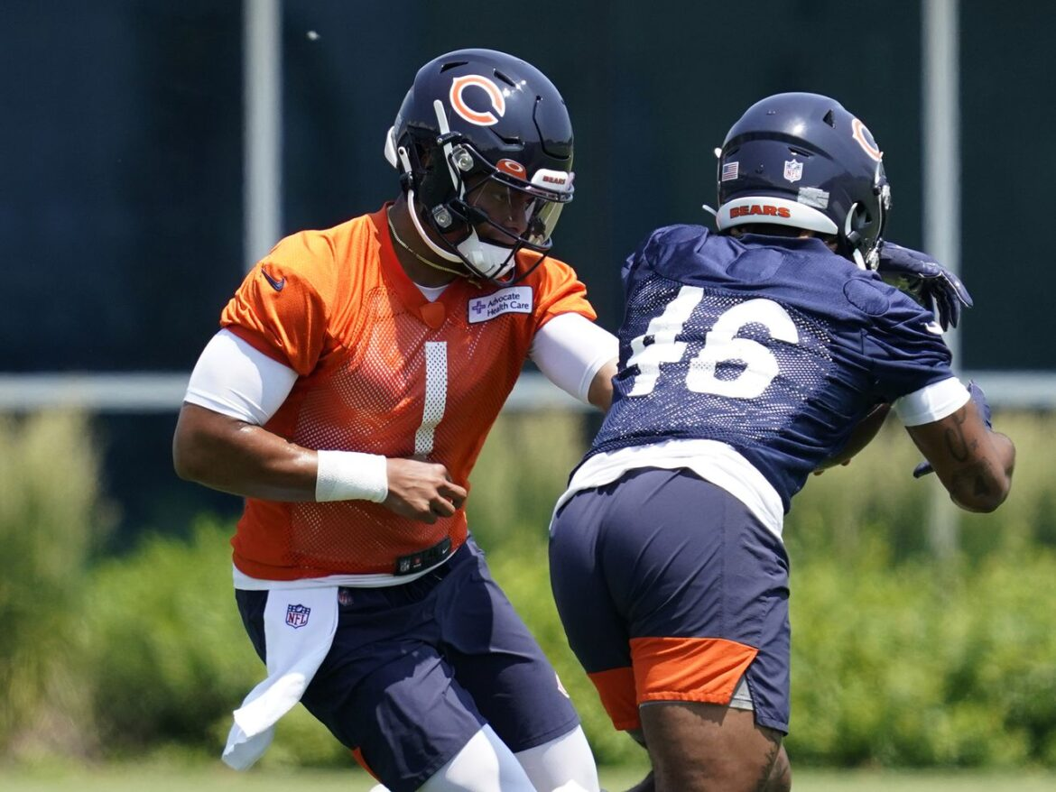 Halas Intrigue Episode 169:Justin Fields makes his debut!