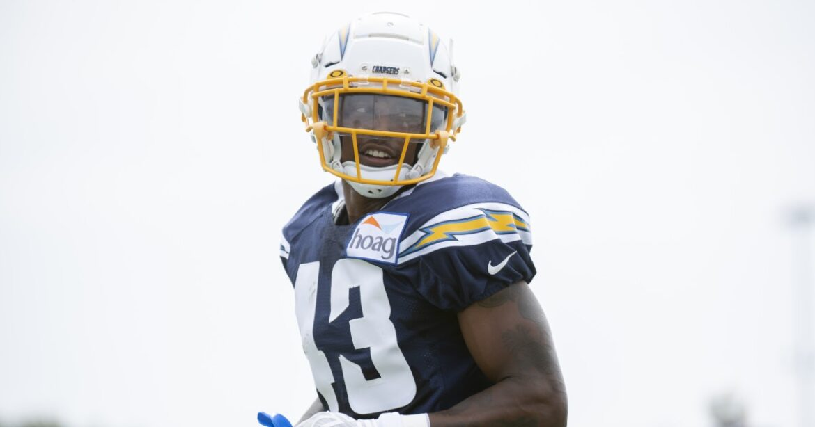 Michael Davis' interception shows Chargers' new defense is starting to turn corner