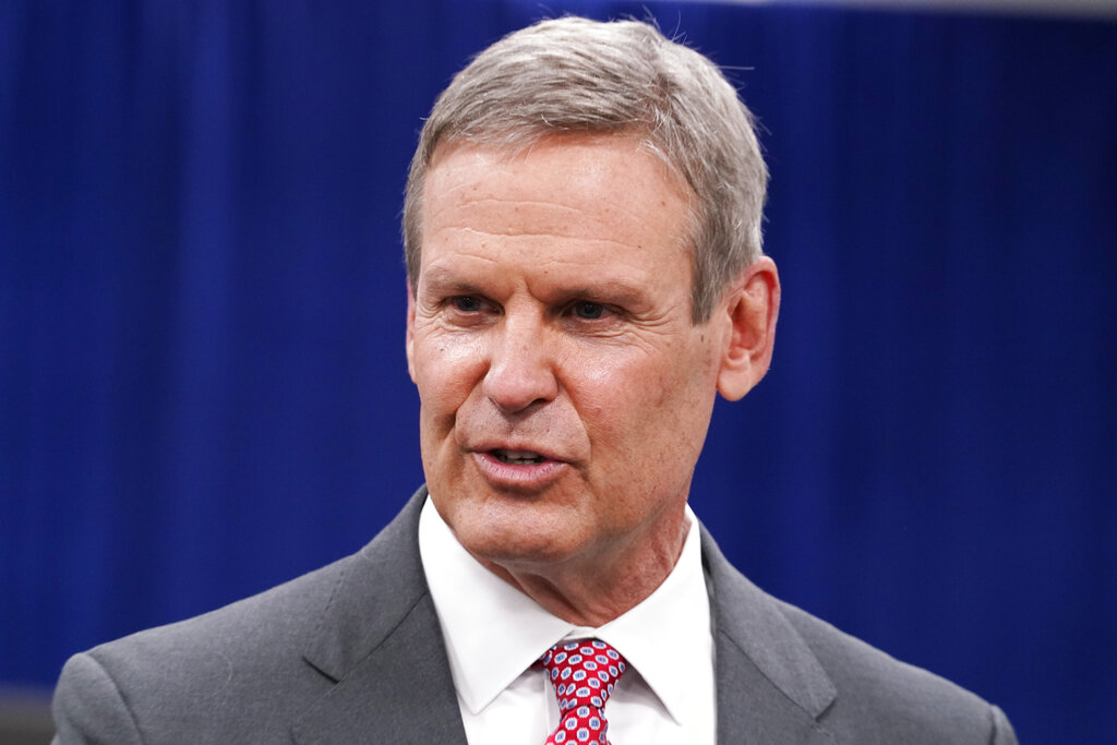Tennessee Gov. Lee signs executive order making masks optional in schools