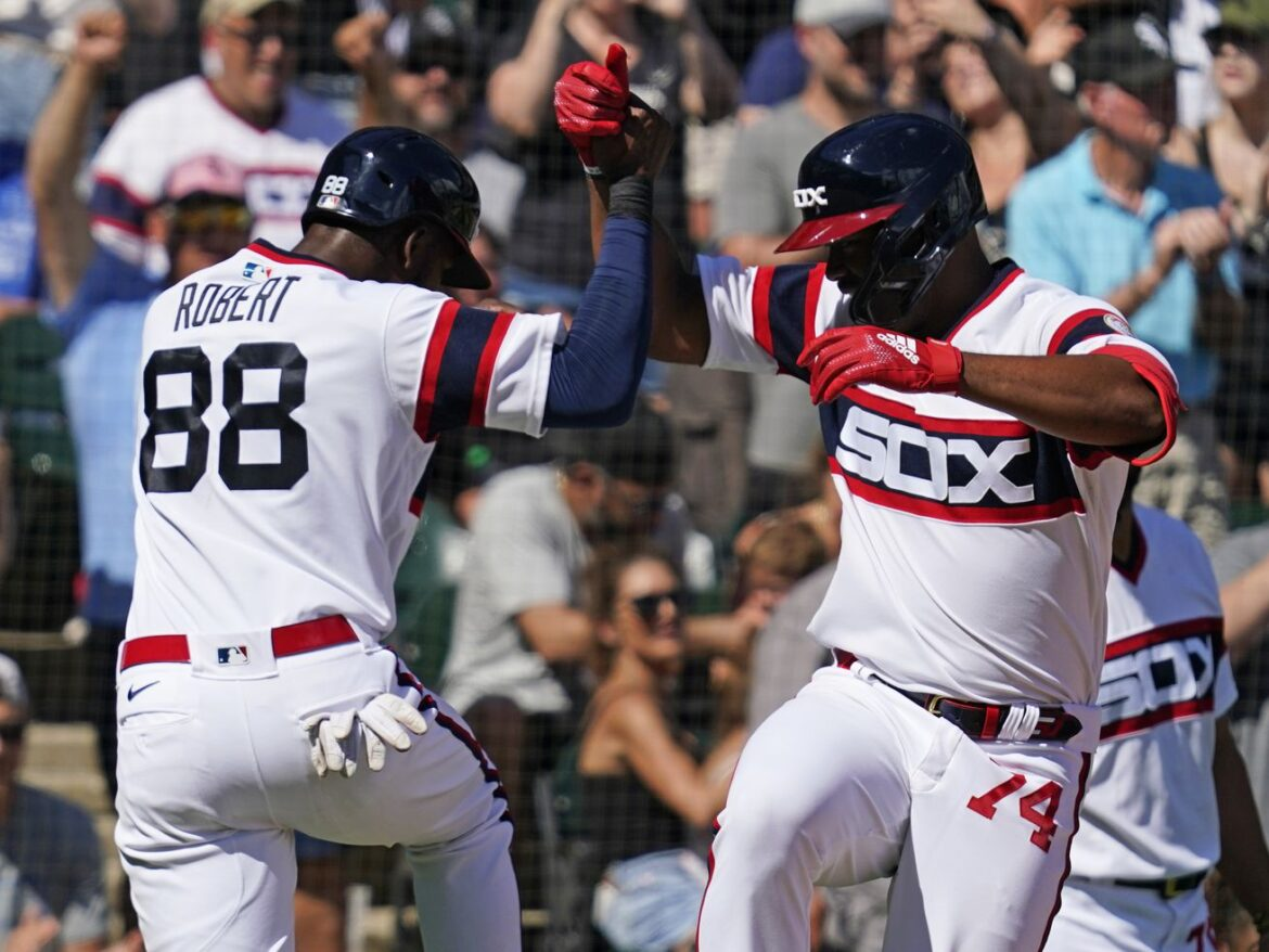 White Sox wake up, rout Cubs to take series