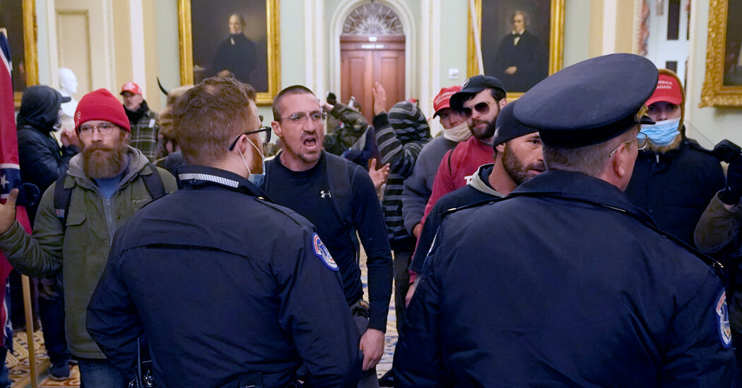 Capitol Police Inquiry Into Jan. 6 Riot Recommends Disciplining Six Officers