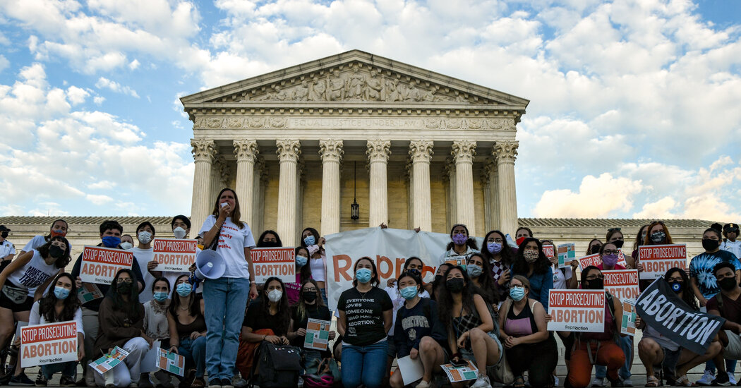 Most Americans Disagree With Supreme Court on Texas Abortion Ban, Poll Finds