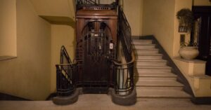 Cairo's Antique Elevators, Glorious and Glitchy, Are Scenes of Love and Fear