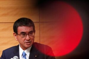 Candidates for Japan PM want to fight income disparities
