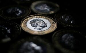 Column: Pound hesitates in face of early BoE hike