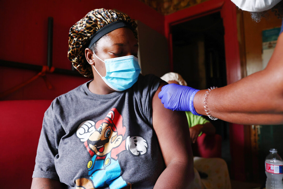 More employers are requiring workers to get COVID vaccine: survey