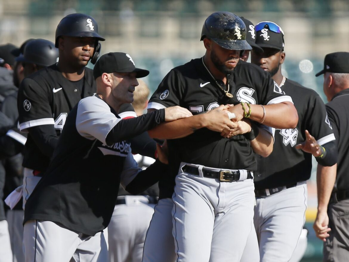 Benches clear in White Sox' win over Tigers