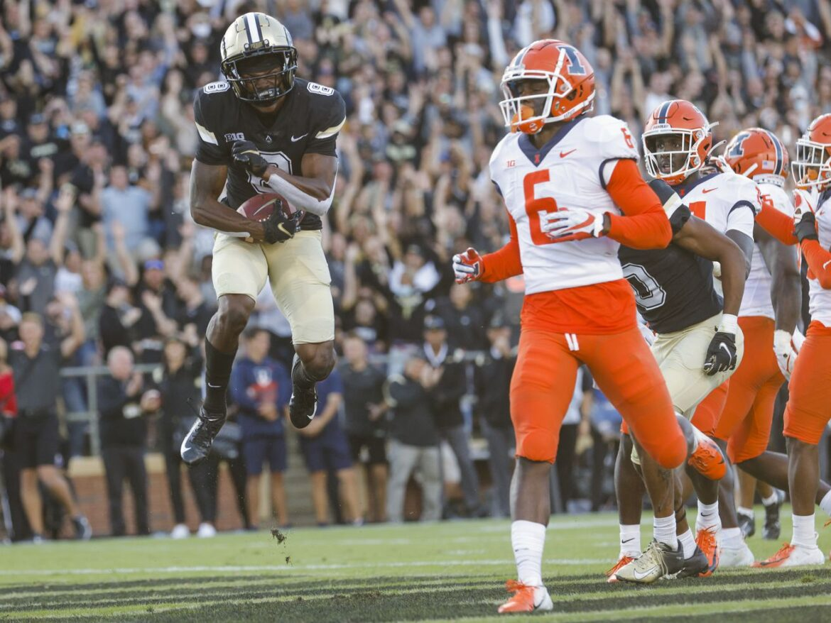 Boilermakers rally past Illini, who drop their fourth straight