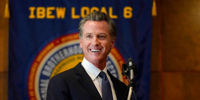 California's Newsom recall election results to start rolling in as polls close