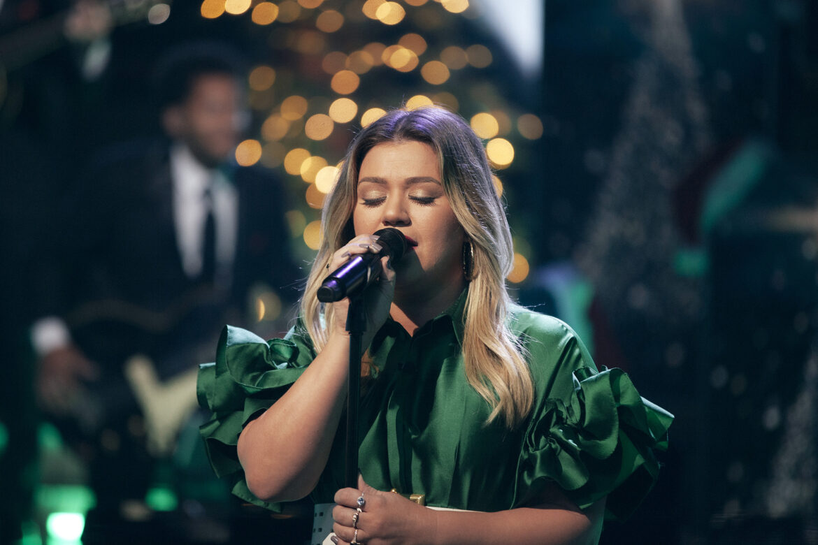 Kelly Clarkson's 2021 anthem: 'Christmas isn't Cancelled (Just You)'