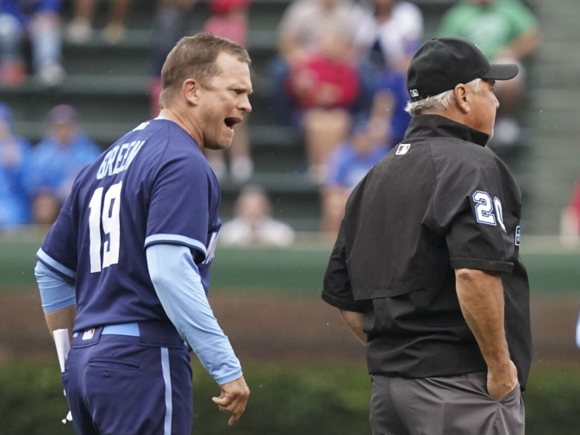 Interim manager Andy Green says Cubs remain David Ross' team while he's away