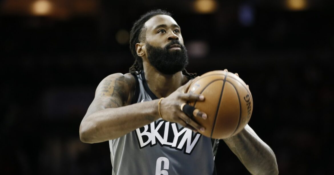 Lakers plan to sign center DeAndre Jordan after he clears waivers